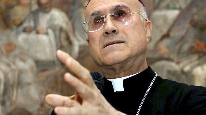 Gezockt im Namen des Vatikan? Bertone muss sich unangenehme Fragen stellen lassen.