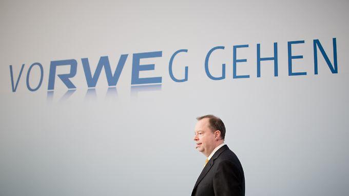 RWE-Chef Terium spricht Klartext. Er beruft sich auf einem Passus im Koalitionsvertrag, wonach es die Regierung angesichts vieler offener Fragen rund um die Atomenergie für sinnvoll halte, mit der Branche zu sprechen.