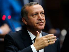 Politisch islamisch-konservativ, betreibt Recep Tayyip Erdogan eine neoliberale Wirtschaftspolitik.