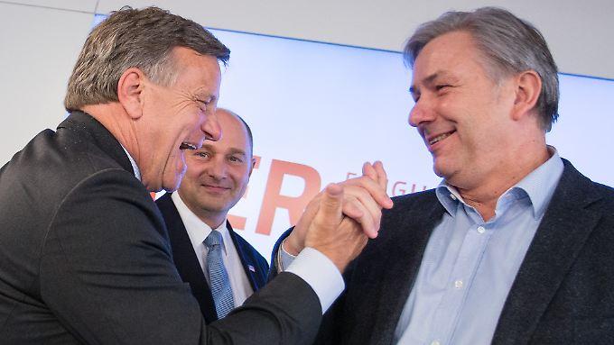 Nicht Technikpannen, sondern Flughafenchef Hartmut Mehdorn (l.) und Chefaufseher Klaus Wowereit sind Schuld am BER-Desaster.