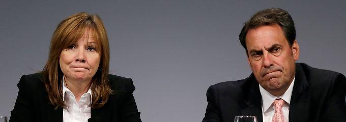 """""""Brutal hart und zutiefst beunruhigend"""" nennt Mary Barra (l.) den Bericht, den sie an der Seite von GM-Vize Mark Reuss der Belegschaft vorstellte."""