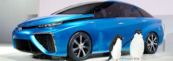 Bei dem Gedanken, dass der Toyota 2015 FC über 700 Kilometer mit einer Tankfüllung zurücklegt, wird selbst den Pinguinen warm ums Herz.