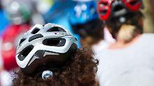 Kommt die indirekte Helmpflicht?: Radfahrer hoffen auf den BGH