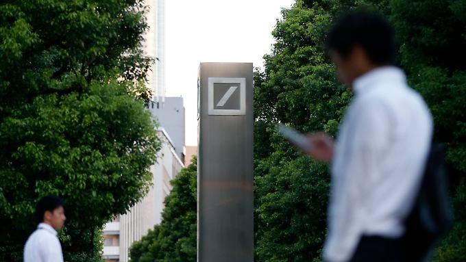 Der Japan-Chef der Deutschen Bank soll von der Bestechung von Pensionsfonds-Manager mit Festessen gewusst haben.