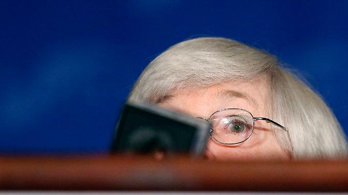 US-Anleger lauschen Fed-Chefin Janet Yellen.