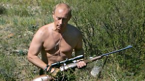 Taucher, Tierbändiger - gerne oben ohne: Die kuriose Selbstinszenierung des Wladimir Putin