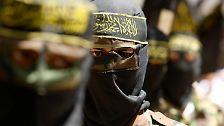 """Dschihadisten sind Islamisten, die in einen """"Heiligen Krieg"""" (Dschihad) ziehen, um ihren Gottesstaat zu errichten. Es gibt durchaus Gelehrte, die den Dschihad nicht militärisch deuten."""