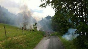 Die rauchenden Trümmer bei Olsberg im Sauerland.