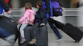 Wer vor Ferienbeginn mit Kindern am Flughafen aufkreuzt, muss mit Nachfragen rechnen.