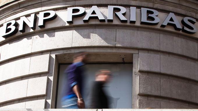 Die BNP Paribas wird kräftig zur Kasse gebeten.