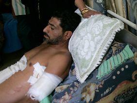 Verletztes Opfer der Schießerei vom Nisur-Platz in Bagdad, September 2007. Blackwater-Söldner erschossen dort ohne Grund 17 Passanten und Kinder.