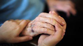 Beiträge werden steigen: Bundestag berät über Reform der Pflegeversicherung