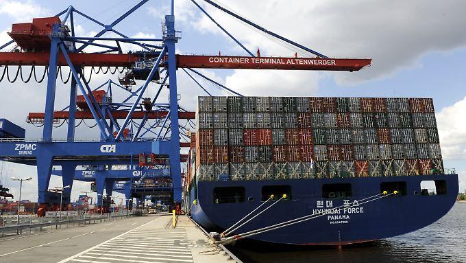 Aus dem Ausland gingen im Mai die Aufträge für deutsche Firmen um 1,2 Prozent zurück.