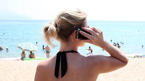 Gesenkte Roaming-Gebühren: Mit Urlaubspaketen noch günstiger am Strand surfen