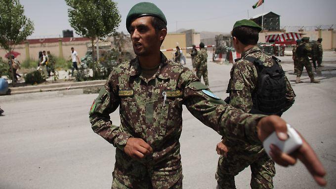 Afghanische Soldaten an einem Kontrollpunkt in Kabul.