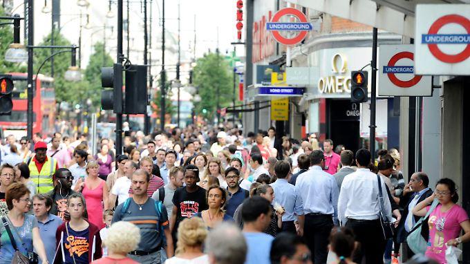 Oxford Street in London: dichtes Gedränge und dicke Luft.