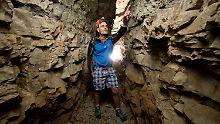 Dunkel, eng und kalt: Was treibt Höhlenforscher nur in die Tiefe?