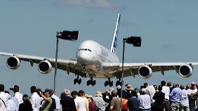 Luftfahrtmesse in Farnborough: Boeing und Airbus konkurrieren um Milliarden-Aufträge