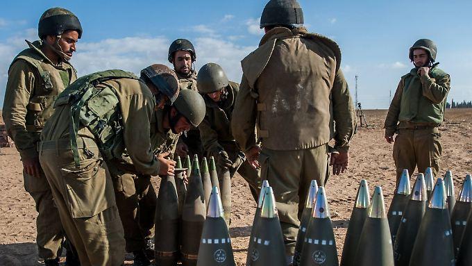 Israelische Soldaten an der Grenze zu Gaza.