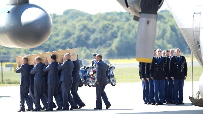 Abschuss vermutlich ein Versehen: Niederlande holen MH17-Opfer heim