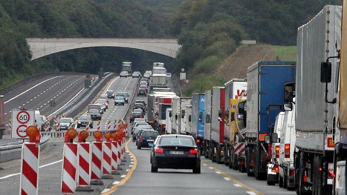 Autobahnbaustellen ärgern viele Autofahrer - ob eine Bundesgesellschaft das besser hinkriegt? Foto: Holger Hollemann