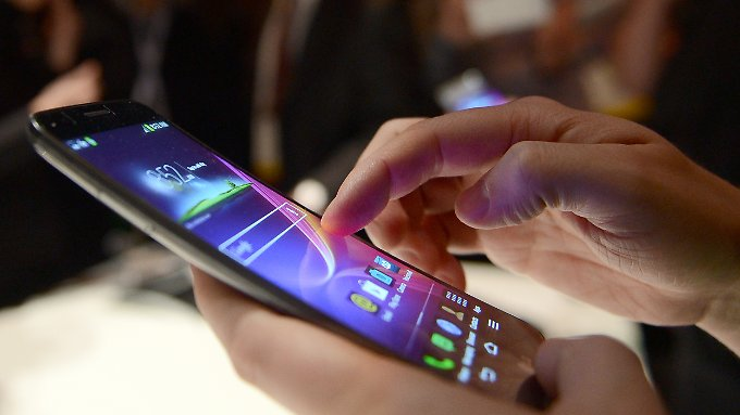 Der Absatz von Smartphones innerhalb eines Jahres ist auf weltweit 295 Millionen angestiegen.