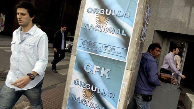 """Zwei der drei großen Ratingagenturen stufen das Land nun mit """"telweisem Zahlungsausfall"""" ein."""