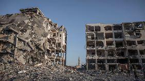 Angriffe in Gaza halten an: Friedensverhandlungen rücken in weite Ferne