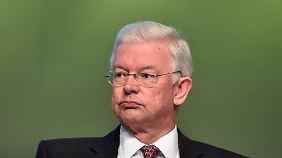 Roland Koch im Mai bei der Bilfinger-Hauptversammlung. Bald könnte er wieder auf dem Podium von CDU-Parteitagen sitzen.