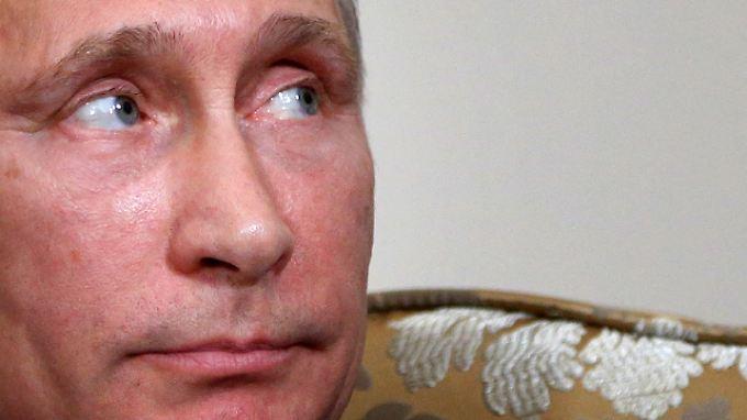 Hat Wladimir Putin einen Plan? Ende Juni ließ er sich das Mandat für einen Einmarsch in der Ukraine wieder entziehen. Aber endgültig vom Tisch ist das Thema damit nicht.