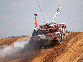 Alles nur ein Spiel: die WM im Panzer-Biathlon in der Nähe von Moskau.
