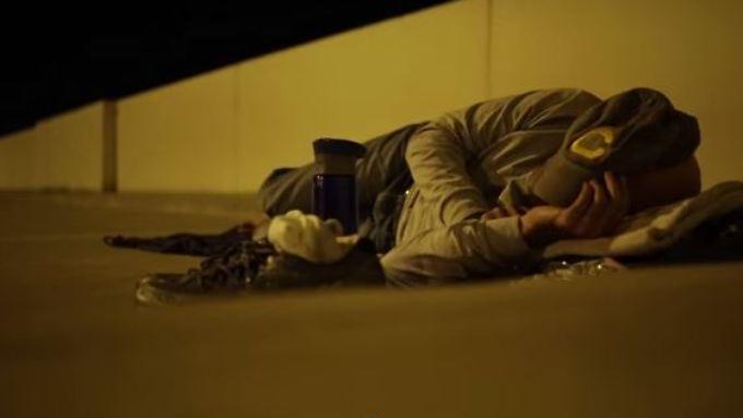 Neel Kashkari übernachtet im Freien.