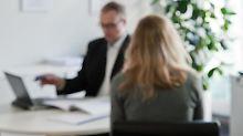 Nicht immer läuft bei der Finanzberatung alles gut. In Streitfällen können Kunden sich auch an Ombudsstellen wenden. Foto: Andrea Warnecke