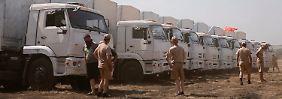 Die Fahrer der LKW wartend darauf, dass es weiter geht.