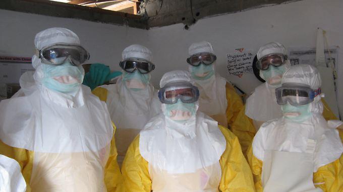 """""""Ärzte ohne Grenzen"""" kämpfen in Liberia gegen das Ebola-Virus."""