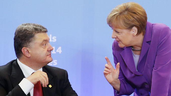 Petro Poroschenko und Angela Merkel vor zwei Monaten in Brüssel. Die Kanzlerin hat nun die Einladung nach Kiew angenommen.