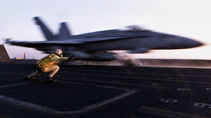 Ein F18-Kampfjet der Vereinigten Staaten. Flugzeuge dieses Typs sind jetzt auch im Irak im Einsatz.