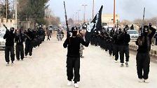 Durch die Rekrutierung von ehemaligen Anhängern von Saddams Baath-Partei und anderer kampfbereiter Sunniten gelingt der ISIS ein rascher Vormarsch im Nordirak. Zudem sind die Regierungstruppen Bagdads durch die jahrelange politische Krise zermürbt und demoralisiert und überlassen den Terroristen oft kampflos das Feld.