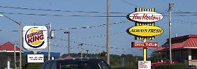 Typische Straßenszene in Nordamerika: Am Straßenrand locken Schnellrestaurants zur kalorienreichen Pause.
