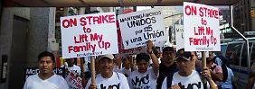 """Eine Sprecherin des nationalen Restaurantverbands nannte die Proteste """"PR-Events"""" der Gewerkschaften."""