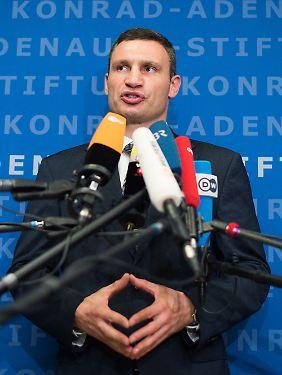 Vom Vorbild abgeschaut: Klitschko mit der Merkel-Raute.