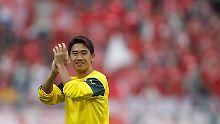 Noch lange nach dem Spiel feierten die Fans Kagawa.