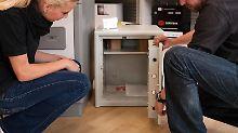 Ein Safe sollte vielEigengewicht haben - am besten lassen sich Interessenten beim Kauf gut beraten.