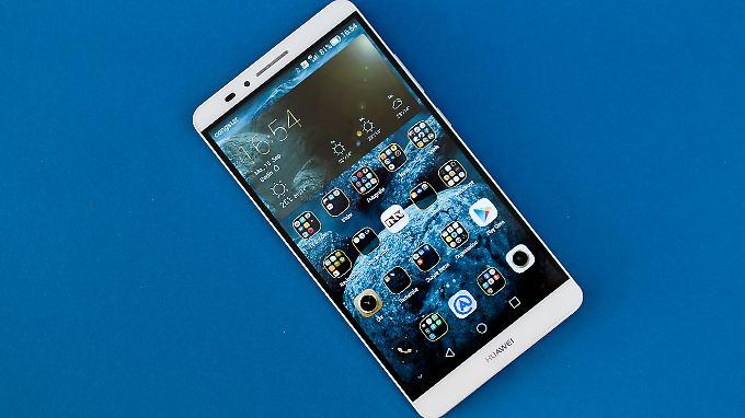 Das Huawei Ascend Mate 7 hat nur einen schmalen Rand ums sechs Zoll große Display.