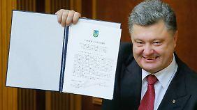 Sonderstatus für Ost-Ukraine: EU und Ukraine unterschreiben Assoziierungsabkommen