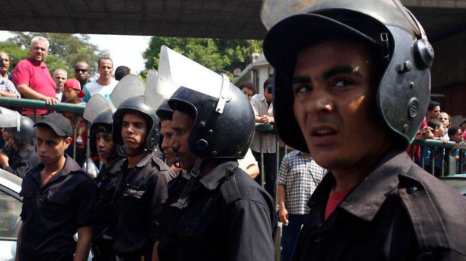 """Die ägyptischen Sicherheitskräfte sind das Ziel der Dschihadisten im Land, die jetzt den """"Segen"""" der IS-Miliz aus Syrien erhalten haben."""