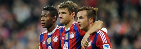 Alaba und Müller feiern Götzes Treffer zum 3:0.