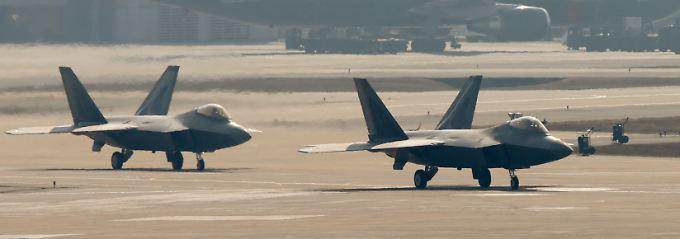 """Feuertaufe am Himmel über Syrien: Der futuristisch anmutende Mehrzweckkampfjet F-22 """"Raptor"""" kommt gegen die IS-Milizen zum ersten Mal ernsthaft zum Einsatz (Archivbild)."""