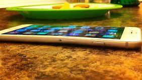 Nach einer Autofahrt war dieses iPhone 6 Plus verbogen.