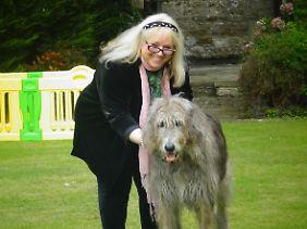 Dwina Gibb mit der Irischen Wolfshündin Missy.